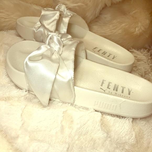 cheap for discount f513c ae406 White Bow Tie Rihanna X Puma Fenty Slides